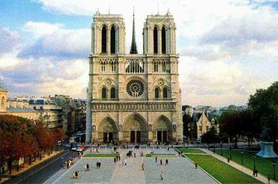 她是巴黎最古老,最大,建筑最出色的天主教堂