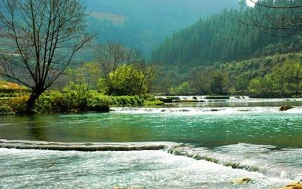 龙骨水车      位于多依河风景区世界自然水车